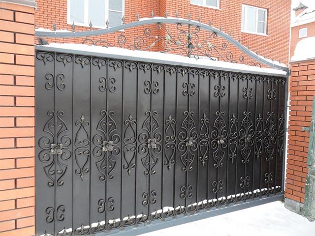 Кованые откатные ворота в Гомеле