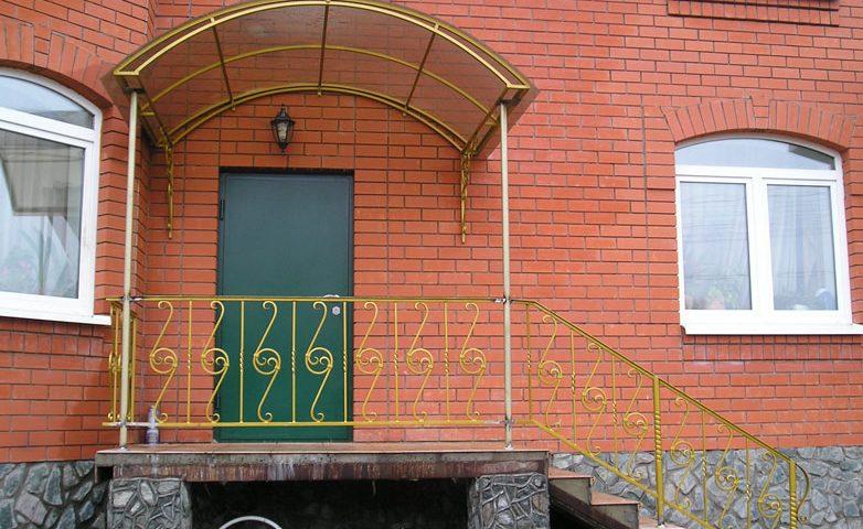 Козырьки и навесы над дверью в Гомеле